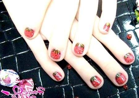 Фото - полуничний дизайн нігтів для дівчаток