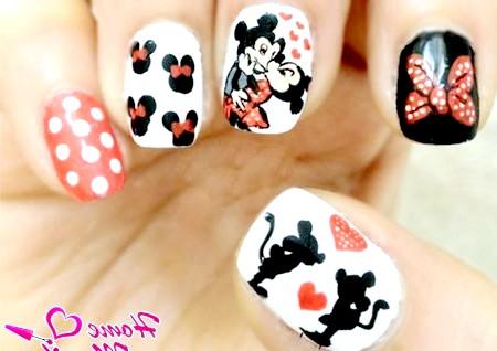 Фото - дизайн нігтів з Міккі Маусом