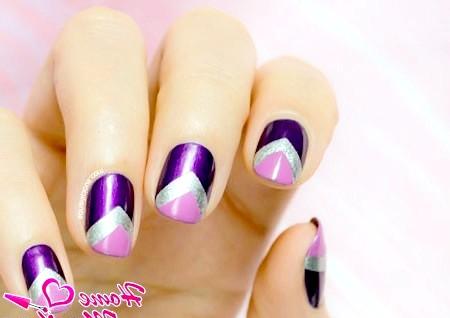 Фото - геометричний дизайн нігтів в бузкових тонах