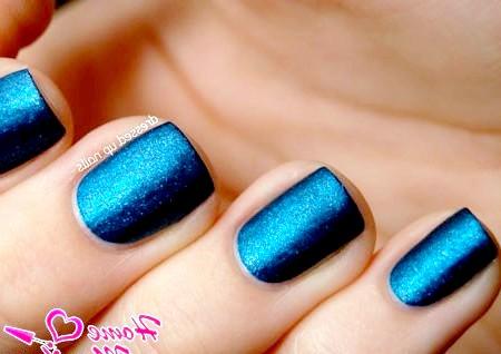 Фото - насичений синій лак для нігтів