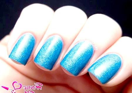 Фото - світло-сині нігті з ефектом піску