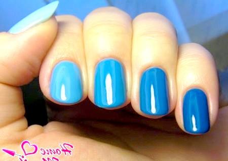 Фото - синій дизайн нігтів омбре