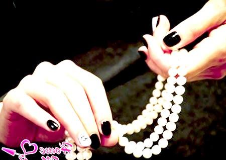 Фото - класичний дизайн нігтів Шанель