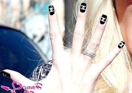 Фото - манікюр Шанель на руках голлівудської зірки