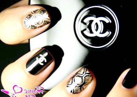 Фото - модний манікюр в стилі Chanel