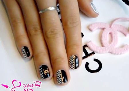 Фото - підсумковий варіант дизайну нігтів Chanel