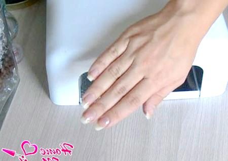 Фото - висушена основа на нігтях після полімеризації