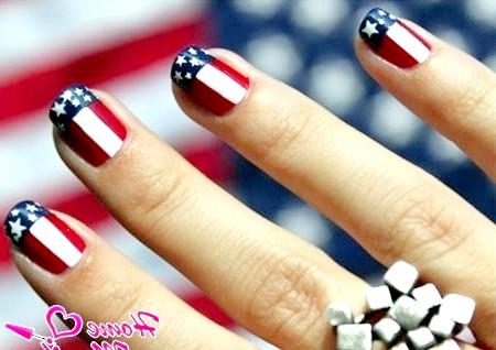 Дух америки в дизайні нігтів