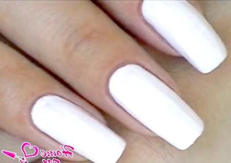 Фото - нігті покриті білим лаком