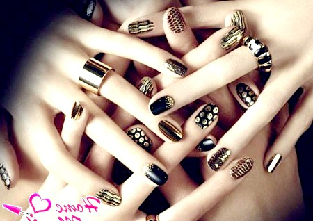 Фото - поєднання чорних і золотих кольорів лаку для нігтів