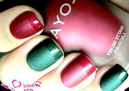 Фото - поєднання червоного і зеленого матового і глянсового лаку