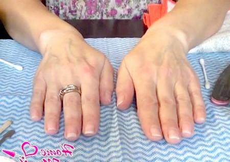 Фото - доглянуті руки після європейського манікюру