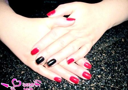 Фото - червоно-чорний манікюр по фен-шуй