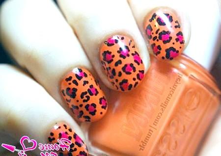 Фото - леопардовий нейл-арт в чорно-помаранчевому виконанні