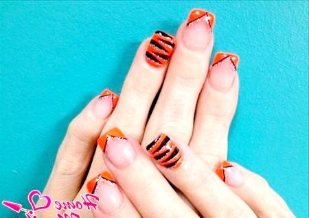 Фото - оранжево-чорний тигровий нейл-арт