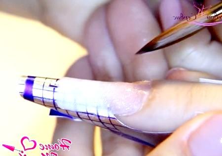 Фото - сформована підкладка на нігті у формі квадрата