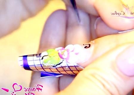 Фото - декоративне ліплення для акваріумного дизайну нігтів