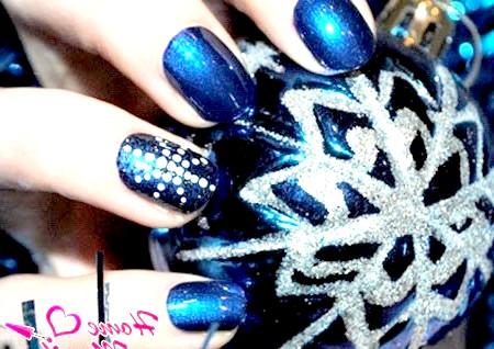 Фото - сніжинка з точок на нігтях