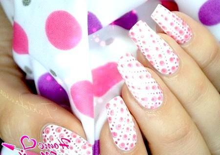Фото - стильний дизайн нігтів з точковим візерунком