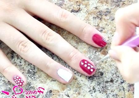 Фото - розташування горошінок на нігті