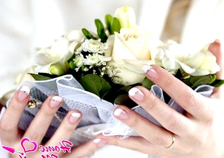 Ідеальний манікюр нареченої з короткими нігтиками