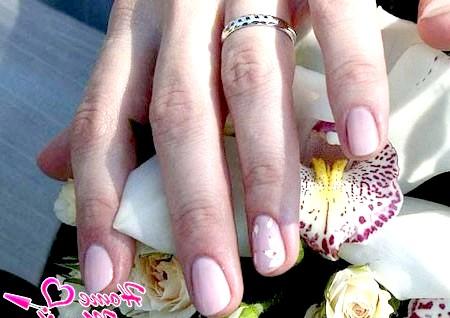 Фото - пастельний дизайн нігтів на весілля