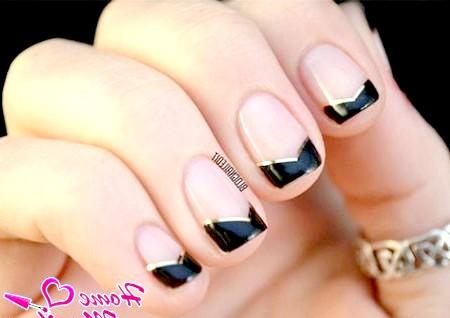 Фото - чорні нігті френч з посмішкою шеврон