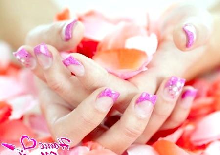 Фото - кольоровий французький манікюр в пурпурних тонах