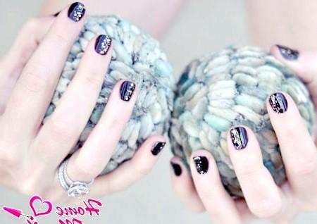 Фото - стильний вечірній манікюр на короткі нігті