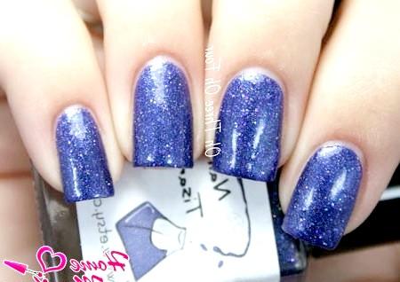Фото - дизайн нігтів на свято під синє плаття