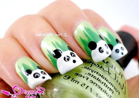 Фото - малюнки панд на тлі травички