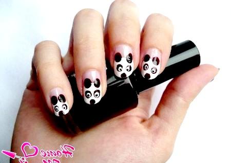 Фото - малюнок панди на нігтях