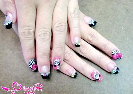 Фото - дизайн нігтів з пандами і стразами