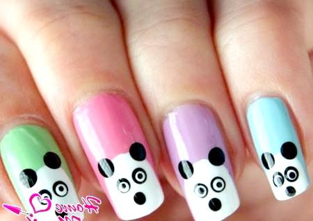 Фото - мордочки панд на різнокольорових нігтях