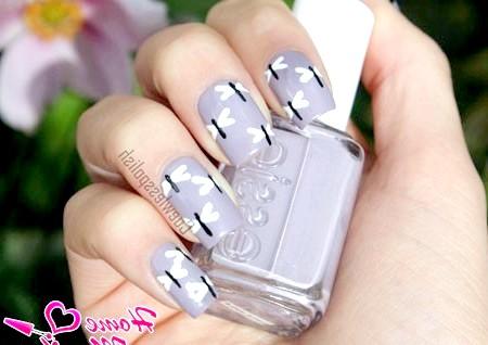 Фото - простий малюнок бабки на нігтях