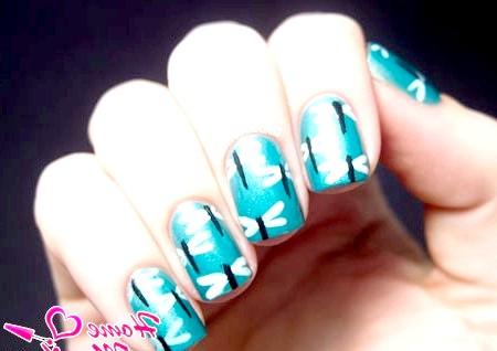 Фото - малюнки бабок на нігтях за допомогою пензлика