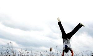 Як навчитися робити колесо: акробатика на дому