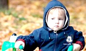 Як одягати дитину на прогулянку?