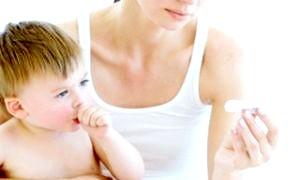 Як знизити температуру у малюка до приїзду лікаря?