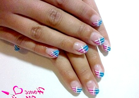 Фото - модний френч на коротких нігтях