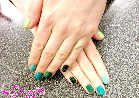 Фото - модний омбре манікюр в зелено-бірюзових тонах