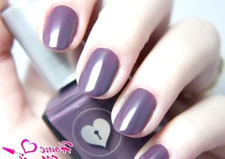 Фото - глянцеві темно-фіолетові нігті