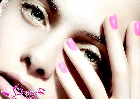 Фото - модні рожеві нігті невеликої довжини