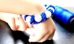 Як зробити браслет своїми руками з різних матеріалів