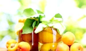 Як зробити компот з персиків та інших фруктів
