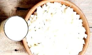 Як зробити сир з кислого молока на домашній кухні