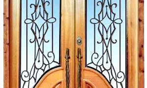Як доглядати за дерев'яними дверима?