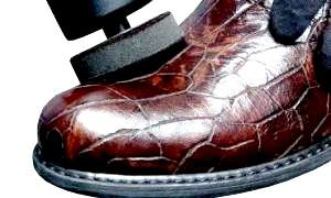 Як доглядати за взуттям зі штучної шкіри: найкорисніша інформація