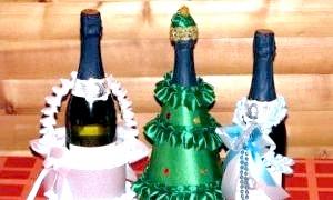 Як прикрасити новорічне шампанське цукерками і стрічками