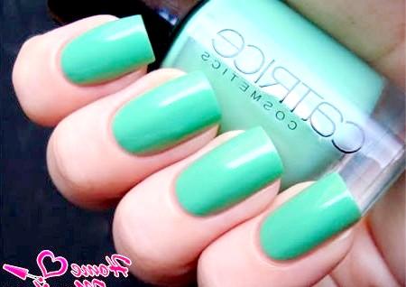 Фото - модний салатовий колір на квадратних нігтях